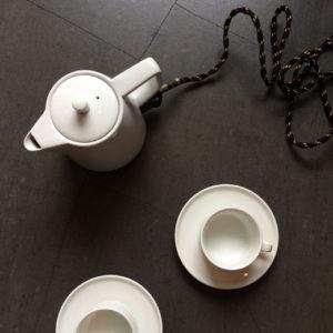 東芝製、電気ポット、当時もの、陶器製、ローゼンタール、カップソーサー、タピオヴィルカラ、北欧ヴィンテージ、モダンデザイン