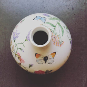 ドイツ、アルツベルグ、白磁、フラワーベース、花瓶、ボタニカル、春満開