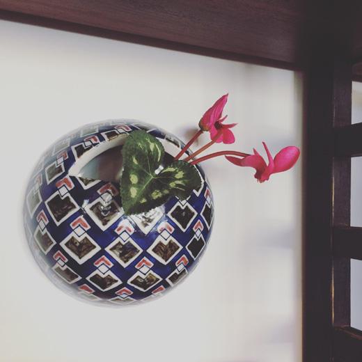 広瀬さちよ、釉裏三彩掛花入、花器、モダンデザイン、染付