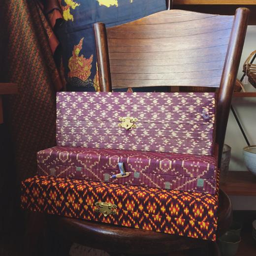 カンボジア絣、カンボジアシルク、絹織物、ヴィンテージ、飾り箱、カルトナージュ、土産品、工芸品、化粧箱