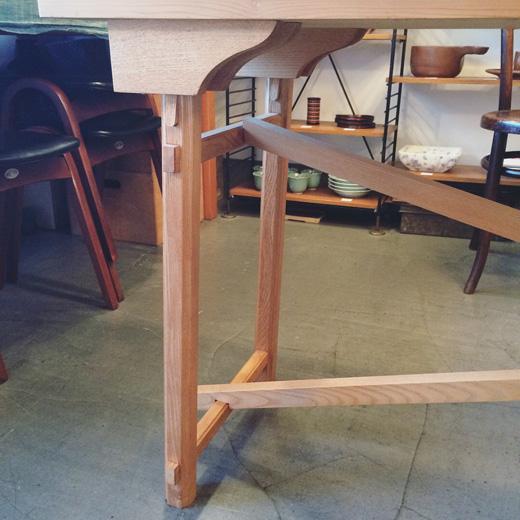 木組み、伝統工法、フォールディングテーブル、職人仕事、モダンクラフト、ヴィンテージ家具