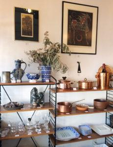 ナンセンス下北沢、店内、棚、コッパーウェア、ヴィンテージ食器、版画