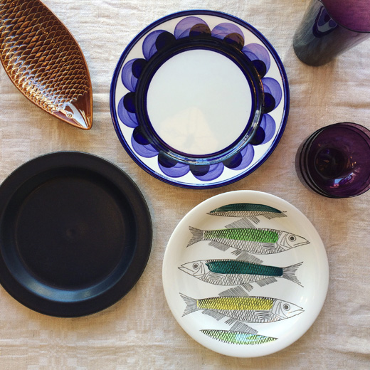北欧ヴィンテージ食器、北欧デザイン、アラビア、グタフスベリ、ロールストランド、夏のテーブルコーディネート、モダンインテリア