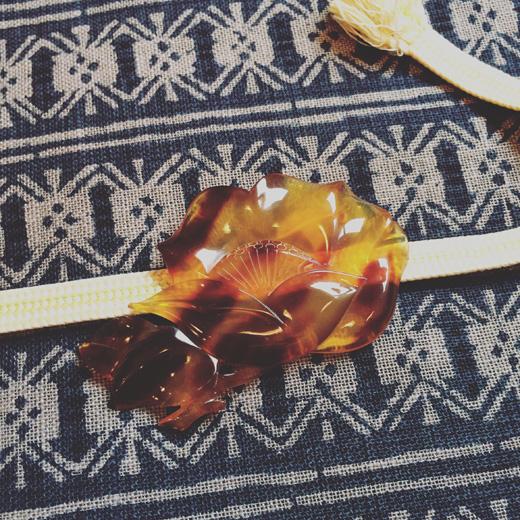 ヴィンテージのベッコウ花ブローチ、帯留めvintage.flowerbrooch