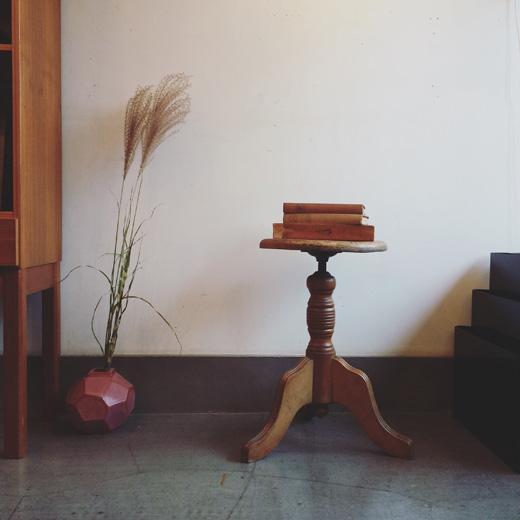 アンティーク、ヴィンテージ家具、スツール、リメイク、秋のインテリア、益子焼、花器、モダンクラフト、charlesparkercompany