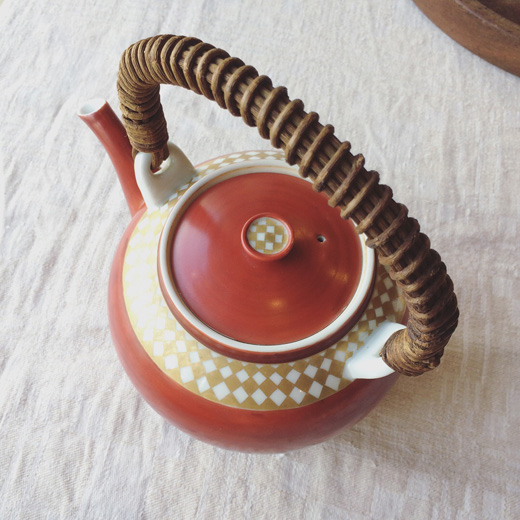 清水焼、赤絵金彩土瓶、市松模様、工芸、和モダン、茶器