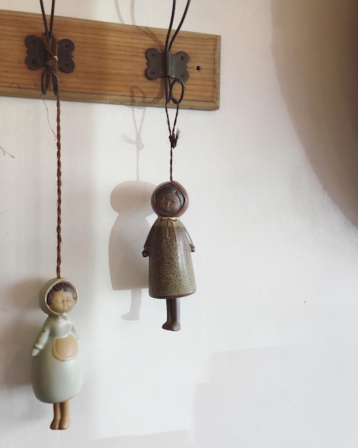 陶器人形、フィギュリン、女の子、ベル