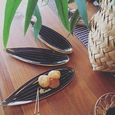 笹の葉、ガラスプレート、モダンデザイン