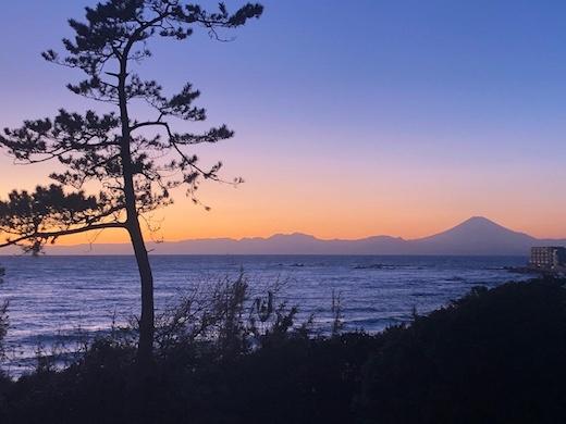 神奈川県立近代美術館葉山、カイフランク展、富士山、夕景