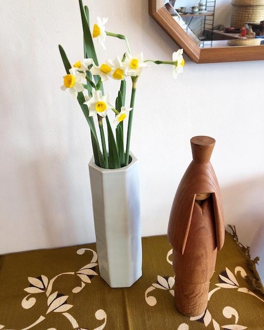 川瀬満之作「白瓷面取花瓶」。