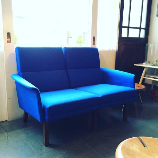北欧、ミッドセンチュリースタイルのヴィンテージソファ、ラウンジコーディネートmodern.vintagesofa.blue