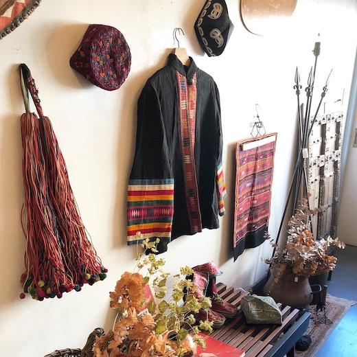 民族衣装、山岳民族、リス族、ポンポン、アカ族、刺繍、トライバルアート、プリミティブアート、ヴィンテージファブリック