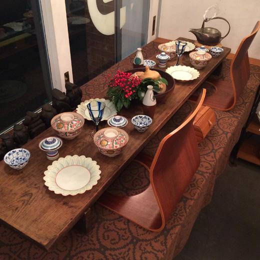 お正月のしつらえ、テーブルコーディネート、迎春花、ナンセンス下北沢、仕事納め、和食器、古道具、裁ち板