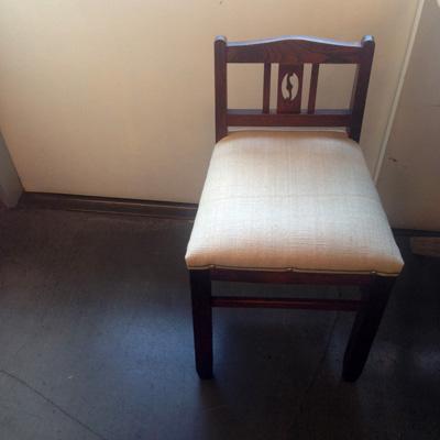 ナンセンスリメイク、小椅子、クラシック