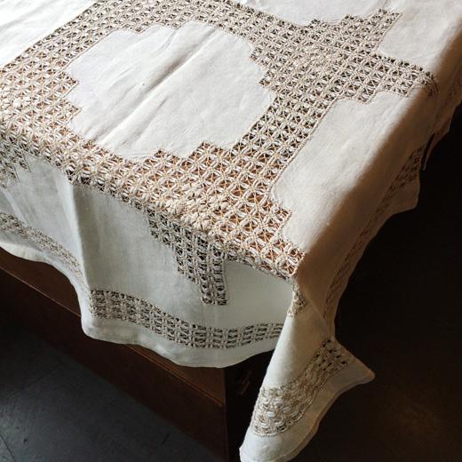 ナーベルソム刺繍、テーブルクロス、北欧ヴィンテージ、ハンドクラフト、スウェーデン刺繍、レース