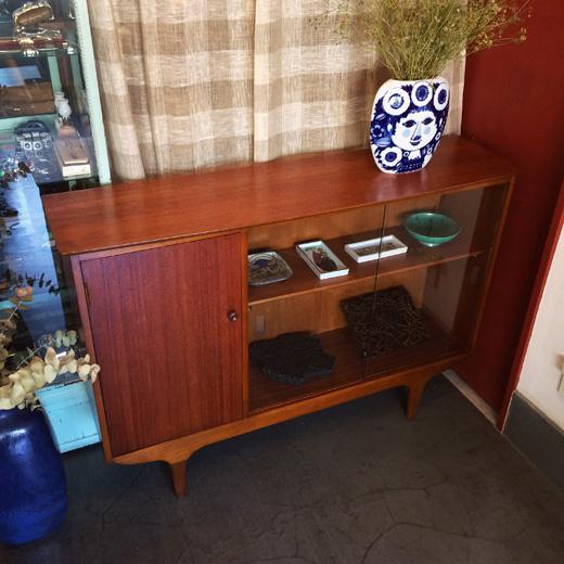 ヴィンテージ家具、カップボード、ブックキャビネット、北欧、イギリス製、モダン家具