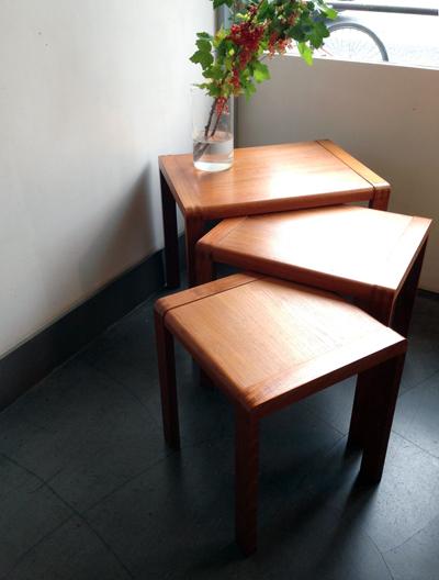 チークネストテーブル、モダン、ヴィンテージ家具