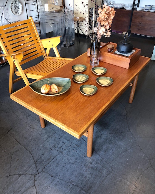 オールド秋田木工のコーヒーテーブル