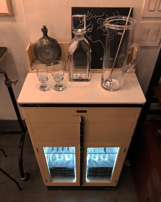 ヴィンテージ家具、デンタルキャビネット、バーキャビネット、ケビント、殺菌ランプ