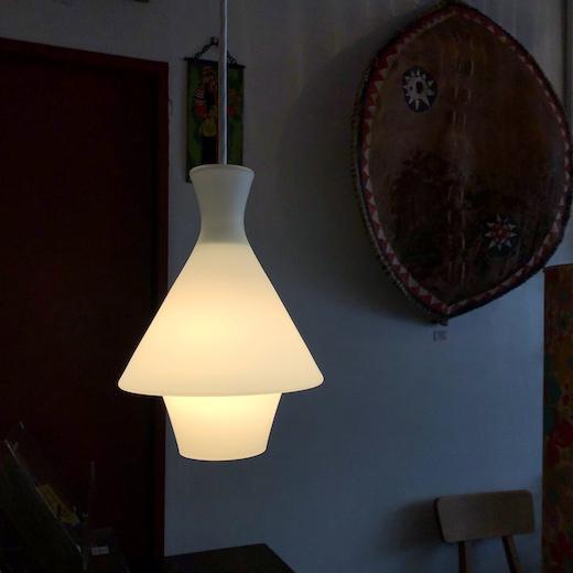ヴィンテージ照明、ガラスペンダントライト、乳白ガラスシェード、モダンデザイン