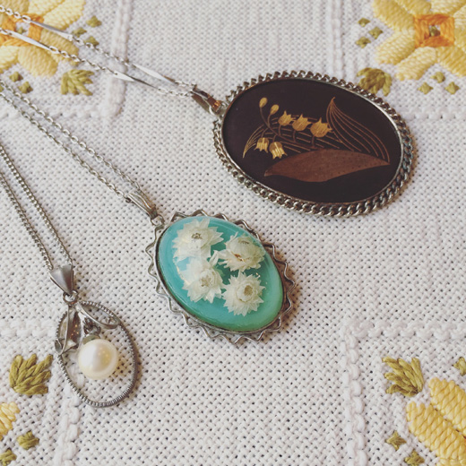 ヴィンテージアクセサリー、ネックレス、フラワーモチーフ、パール、銅、象嵌、スズラン、かすみ草、押し花