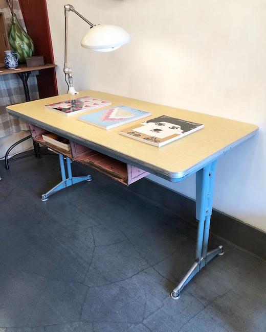 ヴィンテージ家具、1950年代、モダンデザイン、スクールデスク、デスクライト、アメリカ、フランス