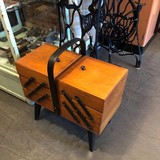 ヴィンテージ、ソーイングボックス、裁縫箱、脚付、イギリス製、モダンデザイン