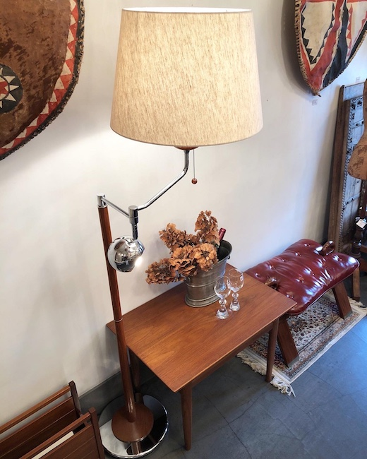 新生活、ヴィンテージ家具、モダン家具、コーヒーテーブル、チーク家具、フロアランプ、モダンインテリア