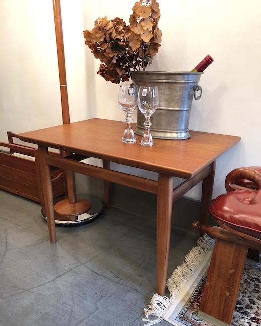新生活、ヴィンテージ家具、モダン家具、コーヒーテーブル、チーク家具、フロアランプ、モダンインテリア、北欧