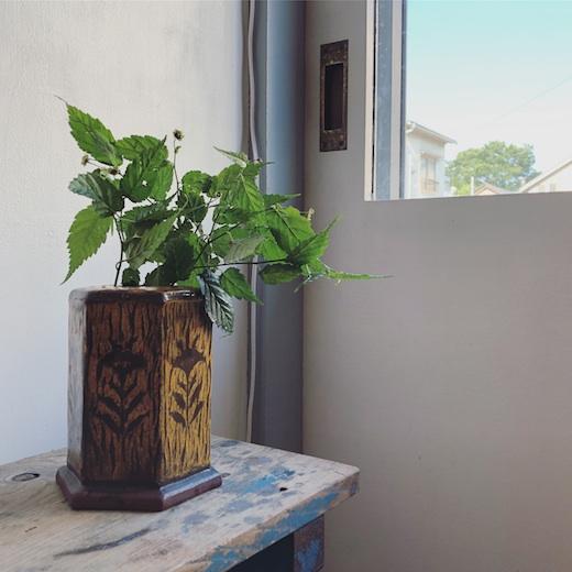 ヴィンテージクラフト、民芸、スリップウェア、花器、草花文、六角