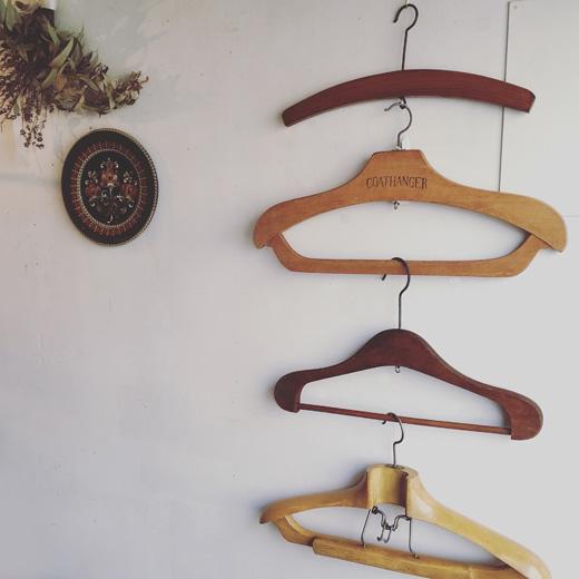 ヴィンテージハンガー、木製ハンガー、見せる収納、梅雨時