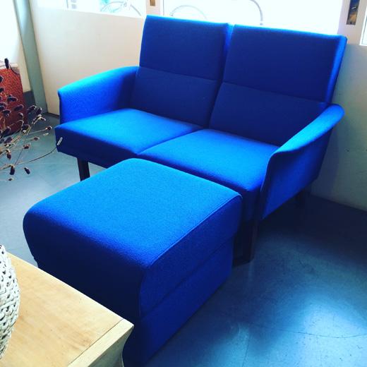 北欧、ミッドセンチュリースタイルのヴィンテージソファ、ラウンジコーディネートvintagesofa.blue