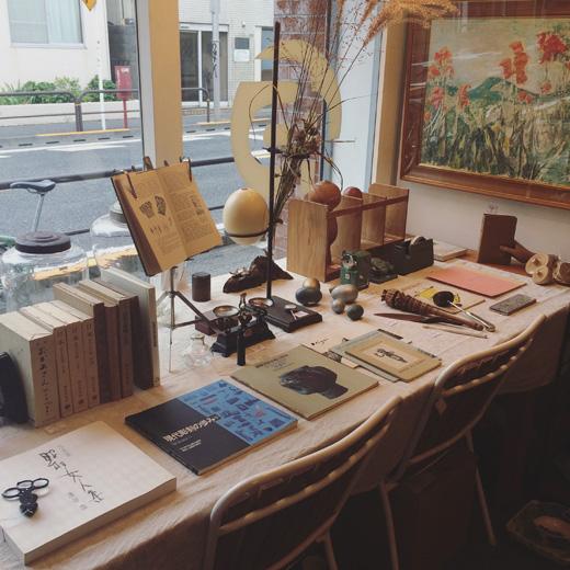 最新店内、ヴィンテージ雑貨、古本、民芸、古道具、文化の香り