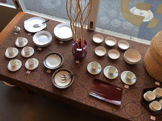 ヴィンテージ食器、白い器、白い食器、和洋折衷、ナンセンス下北沢、テーブルコーディネイト
