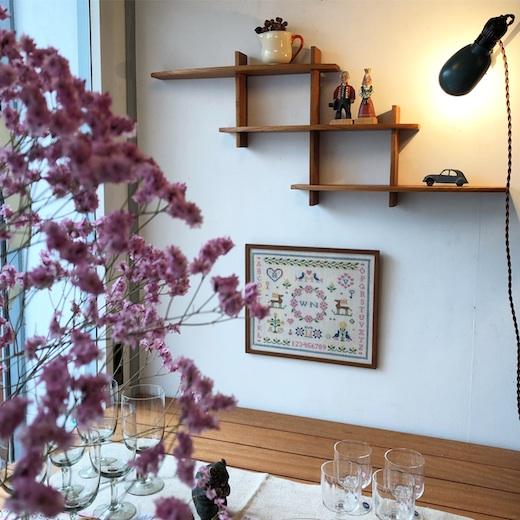 北欧ヴィンテージ家具、ウォールシェルフ、飾り棚、ディスプレイシェルフ、チーク家具