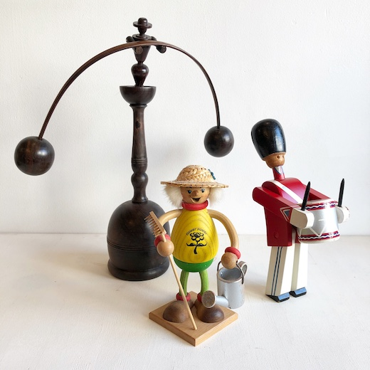 世界の民芸、スーベニア、木のおもちゃ、やじろべえ、煙だし人形、カイボイスン、木製人形