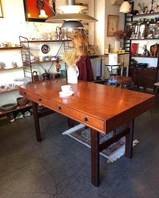 山品木工、デスク、テーブル、ヴィンテージ家具、モダン家具、高級